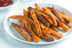 How to make homemade baked sweet potato fries that are caramelized and crispy on the outside and tender on the inside. See the quick recipe now.