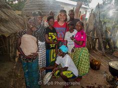 Accueil à l'entrée d'un village Peulh - Voyage-guinee.fr - @TripBPhotographie - #VoyageGuinee