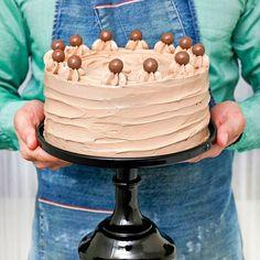 Chokladtårta med salt kolasås och marshmallowsfyllning - Tidningen Hembakat