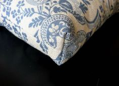 Great DIY tutorial for making a square corner. This one is on a cushion. I am getting ready to make a bench cushion!