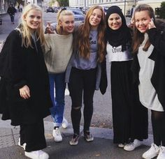 Girl Squad-Vilde,Noora,Eva,Sana and Chris Movies Showing, Movies And Tv Shows, Skam Noora And William, Series Movies, Tv Series, Noora Skam Style, Skam Cast, Skam Wallpaper, Romantic Comedies On Netflix