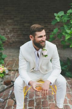 Groom inspiration, wedding, grey suit & floral buttonhole