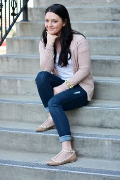 Bloggers We Love: Dreaming of Spring: Distressed Jeans and Pink Cardigan - MaeAmor