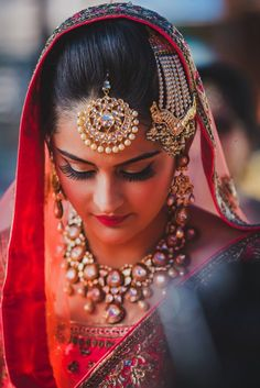 Looking for Sikh bride on wedding day? Browse of latest bridal photos, lehenga & jewelry designs, decor ideas, etc. on WedMeGood Gallery. Sikh Bride, Punjabi Bride, Bride Indian, Desi Bride, Punjabi Suits, Indian Bridal Fashion, Indian Bridal Wear, Asian Fashion, Bridal Looks