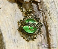 Dragonfly Dream necklace available on www.fogliaviola.com   #fantasy #dragonfly #libellula #necklace #collana #jewelry #jewellery #ciondolo #pendant #green #verde #woodland #fairy #fata #enchanted #magic #pagan #queen #regina #fogliaviola