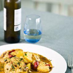 Res millor pel fred que un deliciós Suquet de Peix amb un bon vi de l'Empordà! #VisitRoses #aRoses #inCostaBrava #catalunyaexperience