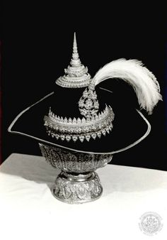 Thailand History, Thailand Art, Tiaras And Crowns, Sculptures, Japan, Traditional, Jewelry, King, Journal