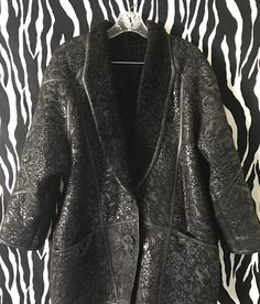 The renowned for its warmth Astrakhan Lamb Fur is on the inside of the coat (including sleeves! the outside is suede. Shearling Coat, Fur Coat, Vintage Designer Clothing, Vintage Black, Lamb, Collars, Vintage Outfits, Curly, The Incredibles