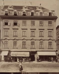 "August Stauda, 2., Taborstraße 23 - ""Zum grünen Kranz"", 1899 © Wien Museum Documentary Photographers, Museum Collection, Vienna, Documentaries, Louvre, World, Building, Places, Travel"