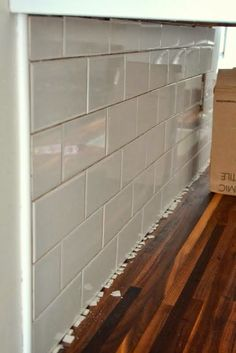 How to Add a Tile Backsplash in the Kitchen How to tile a kitchen backsplash (with subway tile over drywall). Covers prep, materials, and time- Subway Tile Kitchen, Subway Tile Backsplash, Kitchen Backsplash, Backsplash Ideas, Countertop Backsplash, Beadboard Backsplash, Countertops, Tile Edge, Herringbone Backsplash