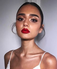 Full brows, glam eyes, red lips. Smokey eyes, bold lipstick, and nail art. Beautiful, natural makeup, makeup ideas, beauty, skincare, skincare tips, best acne treatments, beauty products, smoky eye, lipstick, glamorous make-up, natural make-up. #makeuptipslipstick #lipstickcolorsred