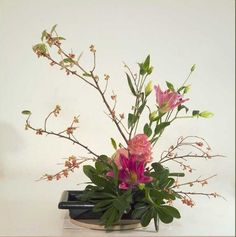 Google Image Result for http://www.interiordesign-tips.com/wp-content/uploads/2011/12/Ikebana-Japanese-floral-art-2.jpg