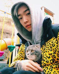 """Polubienia: 4,404, komentarze: 53 – Yuri Park️ (@park_yury) na Instagramie: """"Hanging out with my buddy """""""
