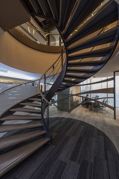 Ienova spiral staircase decor - Home Decorating Trends - Homedit Bungalow, Stairs To Heaven, Glass Stairs, Steel Stairs, Staircase Design, Staircase Ideas, High Rise Building, Curved Glass, Stair Railing