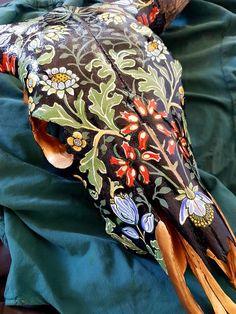 Deer Skull Art, Cow Skull Decor, Painted Animal Skulls, Ceramic Sculpture Figurative, Skull Crafts, Bone Crafts, Antler Art, Bull Horns, Bull Skulls