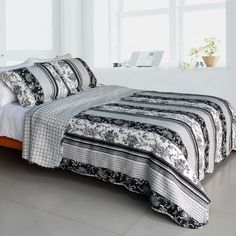Black and White Floral Vine Bedspread FULL/QUEEN Cotton Quilted Comforter Set