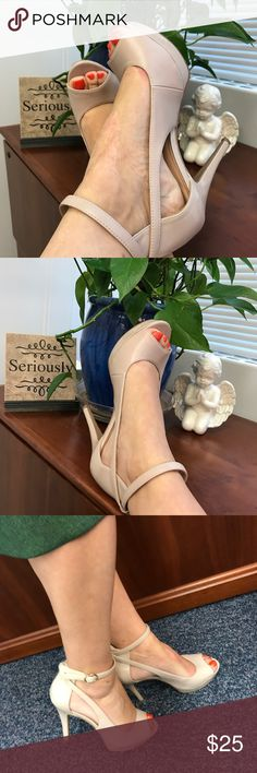 """Nine West Beautiful Beige color. Super sexy look. 4"""" heel with a 1"""" front platform ~~Very comfy. Great condition. Nine West Shoes"""