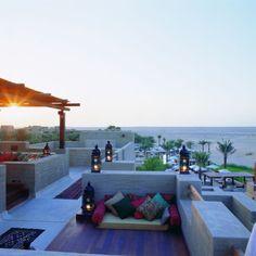 Al Sarab Rooftop Lounge im Bab Al Shams Desert Resort & Spa, Dubai: Chillen in der Wüste