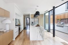 The Bridport House by Matt Gibson Architecture + Design in Melbourne, Australia is a contemporary renovation of a Victorian terrace. Patio Interior, Interior And Exterior, Interior Design, Architecture Design, Victorian Style Homes, Victorian Terrace, Home And Deco, House Design, Home Decor