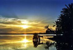 Oásis de Siwa, Egito.   A dez horas de carro do Cairo, o oásis de Siwa é uma terra fértil e com águas termais no meio do deserto do Saara. O oásis é um lugar ideal para instalar uma barraca e olhar as estrelas. Não se esqueça de levar traje de banho, afinal são poucos os que podem dizer que deram um mergulho no deserto do Saara! Foto: stock.xchng / Divulgação