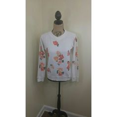 Wildfox Floral Pullover Wildfox Floral Pullover  Size xs but can fit a small comfortably  Excellent condition Wildfox Sweaters V-Necks