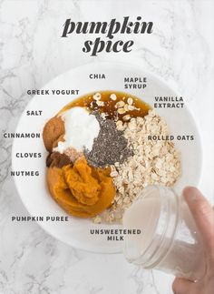 """Pumpkin Spice Overnight Oats from """"Eight Classic Overnight Oats Recipes You Should Try"""" Vanilla Overnight Oats, Pumpkin Overnight Oats, Overnight Oatmeal, Pumpkin Oatmeal, Carrot Cake Oatmeal, Cooking Recipes, Healthy Recipes, Healthy Breakfasts, Healthy Snacks"""