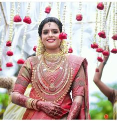 Kerala Hindu Bride, South Indian Bride Saree, Indian Sarees, Indian Bridal, Silk Sarees, Bridal Silk Saree, Saree Wedding, Wedding Day, Wedding Photos