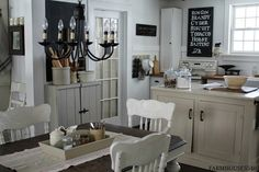 Farmhouse Decorating - practical ways to decorate your kitchen and living spaces, using vintage thrift store finds - via FARMHOUSE Family Room Farmhouse Style Kitchen, Farmhouse Chic, Country Farmhouse, Country Kitchen, Vintage Farmhouse, Country Living, Country Primitive, Rustic Kitchen, Country Style
