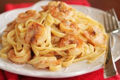 Pinner says: Crispy Shrimp Pasta. This crispy shrimp pasta is such a treat. It's rich, buttery, creamy, and a cinch to whip up. The golden crust on the shrimp is just glorious. I can't say enough good things about this perfectly indulgent delight! Popular Recipes, New Recipes, Dinner Recipes, Cooking Recipes, Favorite Recipes, Delicious Recipes, Yummy Food, Kraft Recipes, Food Dinners