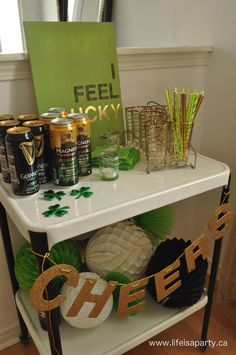 Patrick's Day Party -modern and simple St. Patrick's Day decor and a festive St. Patrick's Day Bar Cart for entertaining. Patrick's Day Party -modern and simple St. Patrick's Day decor and a festive St. Patrick's Day Bar Cart for entertaining. St Patricks Day Drinks, St Patricks Day Quotes, St Patricks Day Food, Happy St Patricks Day, Saint Patricks, Patrick Star, Lps, St Patrick's Day Decorations, Birthday Decorations