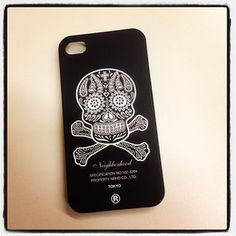SKulls Iphone Case, awesome!! if i only had an i-phone