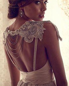 #fashionblog #weddingblog #weddingbells #womensfashion #annacampbell #wedding #weddinggown #weddingdress #dressed #amazing #lace #luxury #luxurylife #bride #bridal #bridalgown #bridaldress #damat #dugun #gelin #kina #bridalstyle #couture #hairstyle #fashiondress #princess #womensfashion #wonderful #невеста#свадьба#платьемечты