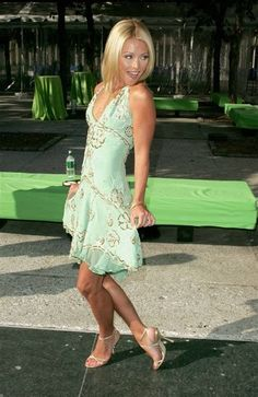 Image result for Kelly Ripa 2005,,, sexy Kelly Ripa her hot legs and sexy little feet I love her high heels strappy sandals !!!!!😍👌💗👍😀🍒😇 Kelly Ripa, Girl Celebrities, Hot Blondes, Strappy Sandals, Sexy Legs, Elegant Dresses, Movie Stars, Love Her, Eye Candy