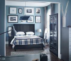 peinture bleu gris pastel-plusieurs-accents-blancs-chambre-coucher-adulte