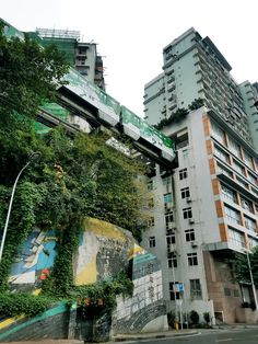 """See 311 photos and 1 tip from 899 visitors to Chongqing (重庆). """"Favorite city in China. Chongqing, Having Patience, Multi Story Building, City, Places, Cities, Lugares"""
