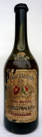 A mysterious absinthe discovered in the cellar of an hotel-restaurant. Back in 1900, it was quite usual for clandestine distillers to bottle their own absinthe in pre-used bottles (here a Fritz Duval) in order to keep their full anonymity.