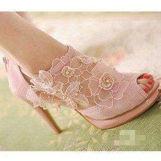 Lace shoe so pretty.