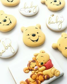 Winnie the Pooh Baby Shower cookies! Anyone else excited for the new movie? 😍🍯🐝 Hans painted by Nina Marie Sweet Designs.A Character Cookies Botanas Para Baby Shower, Deco Baby Shower, Baby Showers, Baby Shower Themes, Baby Boy Shower, Baby Shower Decorations, Shower Ideas, Baby Shower Recipes, Winnie Pooh Torte