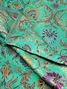 Burgundy red gold cream paisley silk brocade from India fabric nr 518 fat quarter