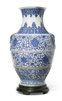 China, Qing Dynasty, 19th century BALUSTER VASE blue and white porcelain height: 63.8cm