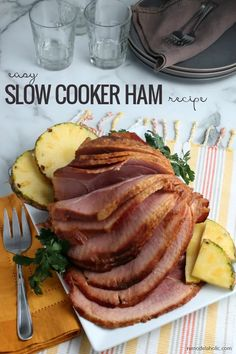 Easy Crockpot Ham Recipe with Pineapple Brown Sugar Glaze - DIY Sunday Dinner Main Dishes, Side Dishes For Ham, Thanksgiving Side Dishes, Dinner Menu, Dinner Ideas, Slow Cooker Ham Recipes, Pork Recipes, Crockpot Recipes, Brown Sugar Glaze