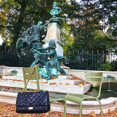 @ les3marchesdecatherineb - Hello ! If you pass by the jardin du Luxembourg have a stop to the beautiful and romantic fountain have a nice weekend 💋 #chanel #jardinduluxembourg #fountains #catherineb