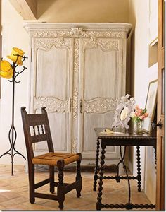 love this armoire! tk Roses and Rust: Armoire Amour French Furniture, Painted Furniture, French Interior, Interior Design, Room Interior, Romantic Kitchen, French Armoire, Antique Armoire, French Country Decorating