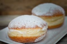 Croatian Recipes: Krafna The airy filled doughnuts are not just a carnival sweet, although batches and batches will be made come winter, and are enjoyed all year round. Bosnian Recipes, Croatian Recipes, Hungarian Recipes, Donuts Keto, Doughnuts, Low Carb Donut, Chocolate Donuts, Healthy Pumpkin, Pavlova