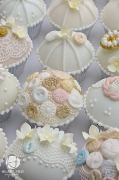 Buttons & lace cupcakes - Gorgeous!!!