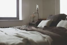 archventil_interior_design_flat_krms-14 interior design - bedroom - industrial lamps  - black and mint green linen - flowers