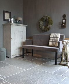 Fresco lime paint from Pure & Original in the color Deep Earth. Cred. De Potstal