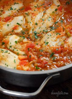 Cajun spices, tomatoes, onions and peppers give any white fish extra pizazz and a little kick. Super easy and quick! Skillet Cajun Spiced Flounder with Tomatoes - Skillet Cajun Spiced Flounder with Tomatoes Cajun Recipes, Seafood Recipes, Low Carb Recipes, Cooking Recipes, Healthy Recipes, Sole Recipes, Cooking Pasta, Delicious Recipes, Easy Recipes