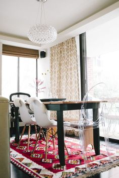 Sara Azani's DC Home Tour // dining area styling // mismatched chairs // lucite chair // photography by Yvonne Rock