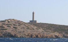 ΦΑΡΟΣ ΓΑΙΔΟΥΡΟΝΗΣΙ Ο φάρος αυτός πρωτολειτούργησε το 1834 και κατασκευάστηκε από την Γαλλική εταιρεία φάρων. Το ύψος του  πύργου είναι 29 μέτρα  . Είναι τοποθετημένος εμπρός απ'το λιμάνι Ερμούπολης Σύρου, στο μικρό ερημικό νησάκι Γαιδουρονήσι ή Δίδυμη. Θεμελιώθηκε την 25η Ιανουαρίου 1834, για το πρώτο έτος της βασιλείας του Όθωνα, με βασιλική δαπάνη κι είναι έργο του Βαυαρού αρχιτέκτονα Γιόχαν Ερλάχερ.Μέρος του φάρου καταστράφηκε κατά τον Β΄Παγκόσμιο Πόλεμο.